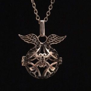 Jewelry - Angel Wings Essential Oil Defuser Necklace Locket